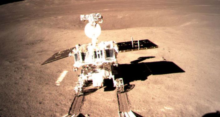 Chiński łazik Yuyu 2, który wylądował na Księżycu z chińską sondą Chang'e-4