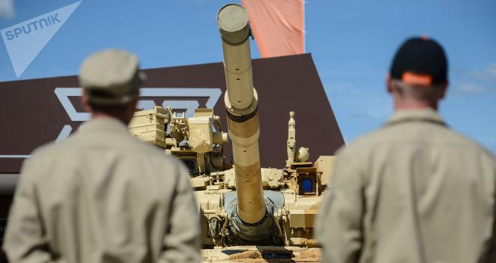 Czołg T-90S na międzynarodowym forum wojskowo-technicznym Armia 2015 w obwodzie moskiewskim