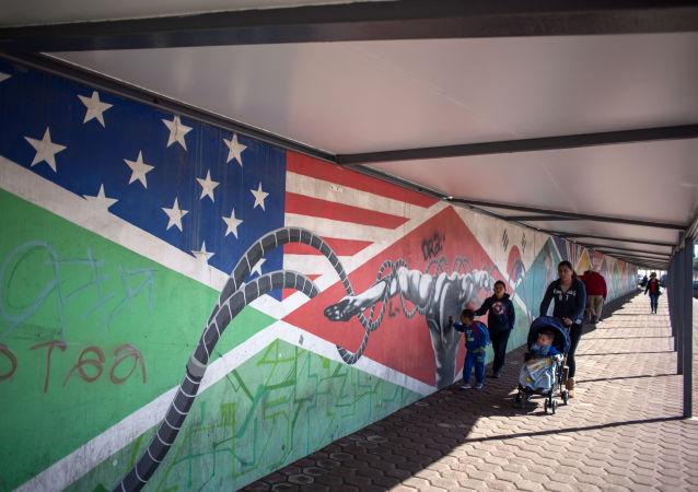 Na meksykańsko-amerykańskiej granicy