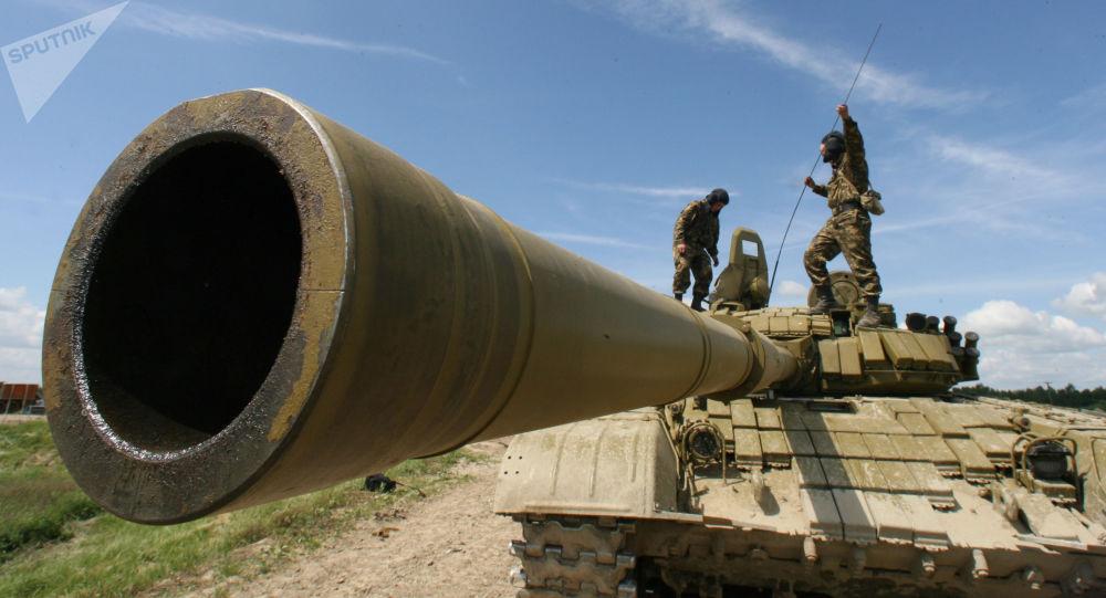 Czołg T-72B uczestniczący we wspólnych ćwiczeniach taktycznych
