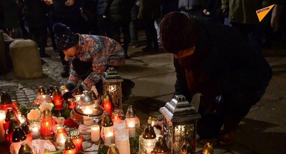 Mieszkańcy Gdańska żegnają prezydenta Pawła Adamowicza