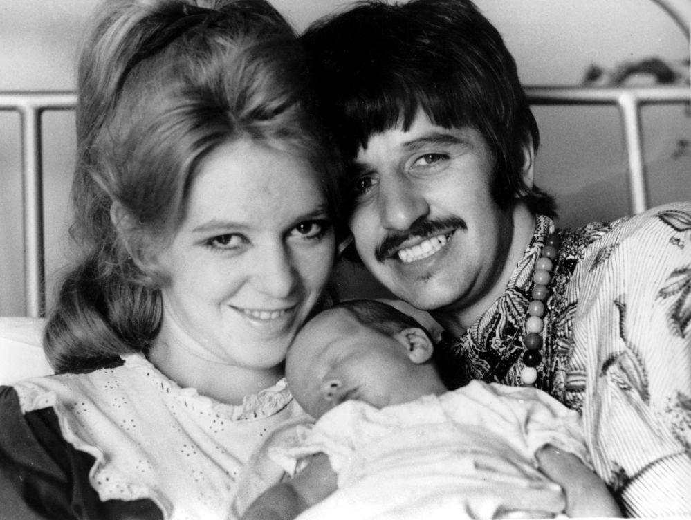 Ringo Starr - muzyk i perkusista grupy The Beatles z żoną Maureen i ich synem