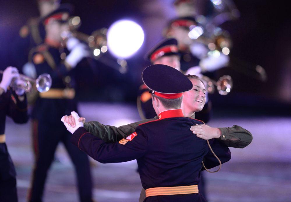 Orkiestra Moskiewskiego Wojskowego Liceum Muzycznego na ceremonii otwarcia Międzynarodowego Festiwalu Muzyki Wojskowej Spasskaja Basznia