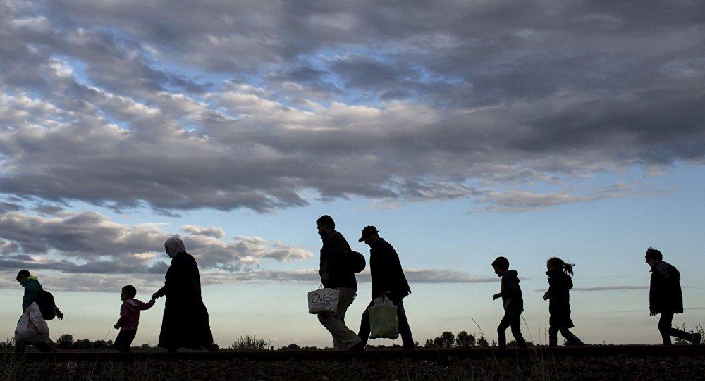 Imigranci po przekroczeniu węgierskiej granicy