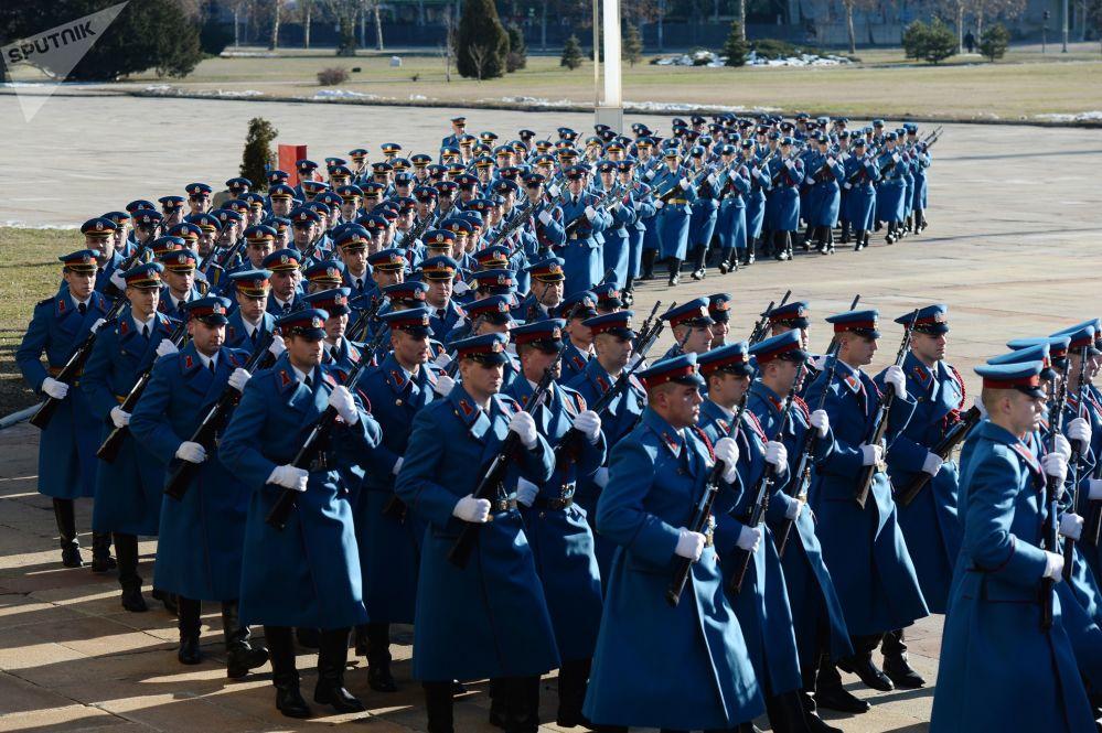 Oficerowie roty warty honorowej serbskiej armii