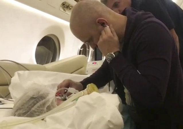 Ratownicy wyciągnęli żywe dziecko spod gruzów domu w Magnitogorsku