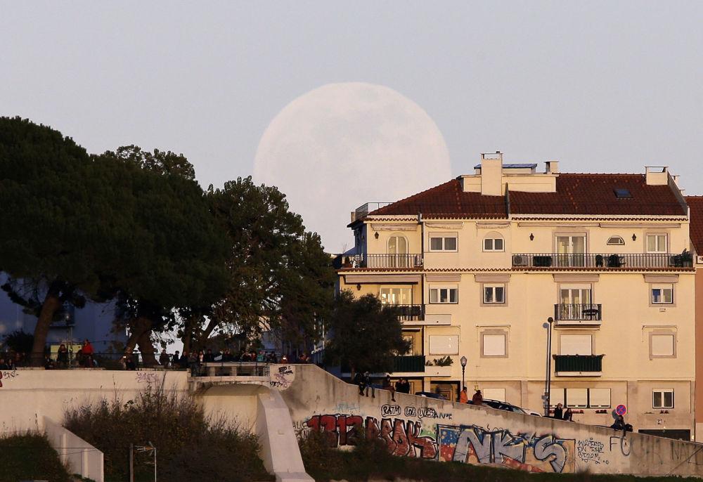 Zaćmienie Księżyca w Lizbonie