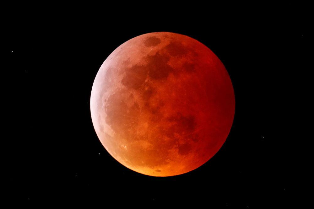 Całkowite zaćmienie Księżyca w Kalifornii