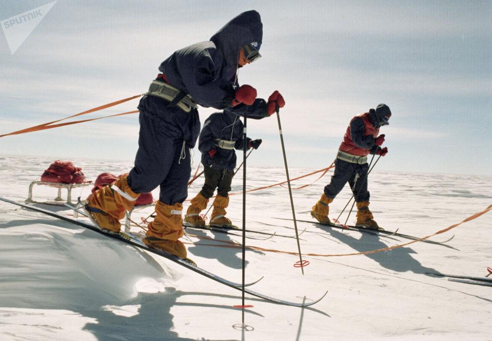 Uczestniczki żeńskiej naukowo-sportowej ekspedycji Zamieć na Antarktydzie