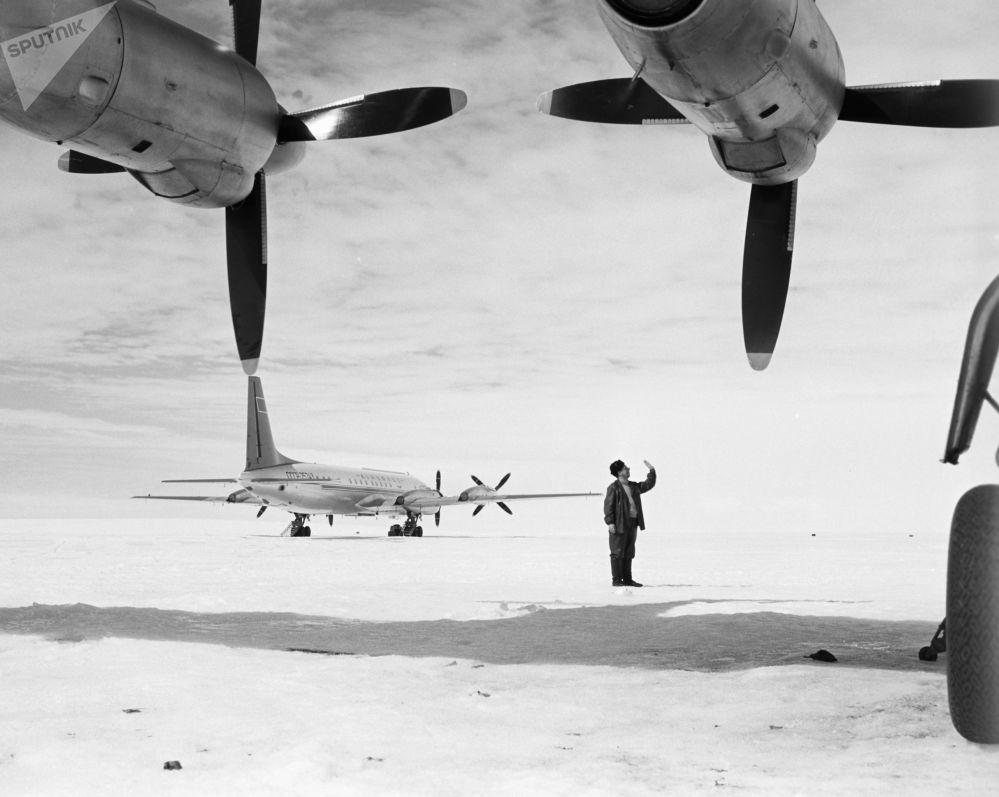 Radzieckie samoloty na Antarktydzie, 1962 rok