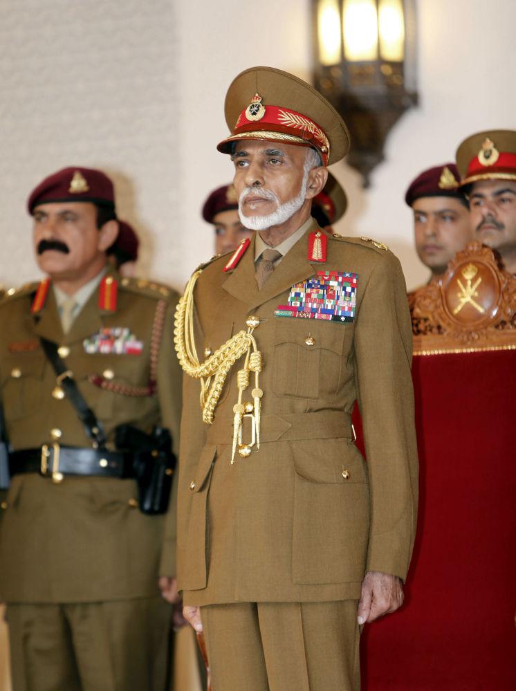 Kabus ibn Sa'id sułtan Omanu podczas defilady wojskowej