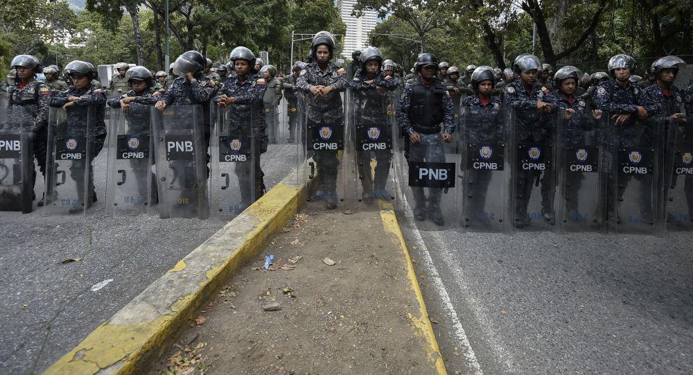 Członkowie Boliwariańskiej Gwardii Narodowej w Caracas w czasie akcji protestu