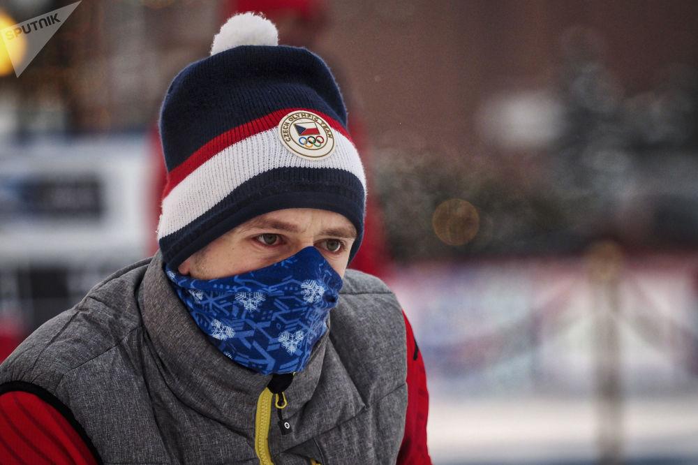 Uczestnik z Czech podczas międzynarodowego turnieju curlingowego wśród męskich drużyn z serii World Curling Tour - Red Square Classic 2019