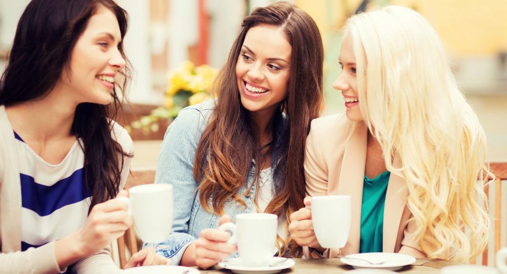 Przyjaciółki w kawiarni