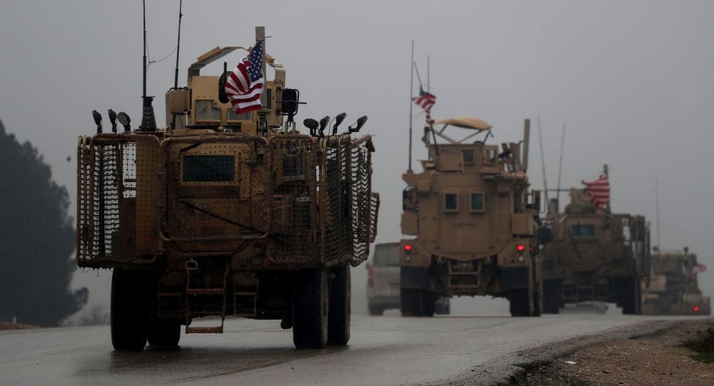 Amerykański sprzęt wojskowy w syryjskim mieście Manbidż