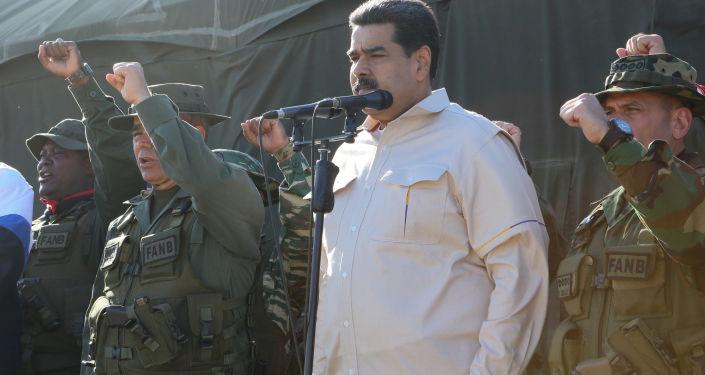Prezydent Wenezueli Nicolas Maduro na ćwiczeniach wojskowych