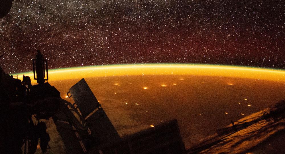 Atmosfera Ziemi, sfotografowana przez astronautę z pokładu MSK
