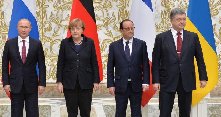 Prezydent Rosji Władimir Putin, kanclerz Niemiec Angela Merkel, prezydent Francji François Hollande i prezydent Ukrainy Petro Poroszenko