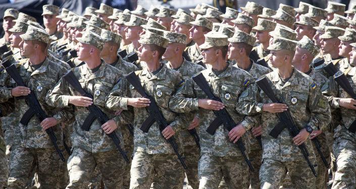 Ukraińscy żołnierze na defiladzie wojskowej w Kijowie