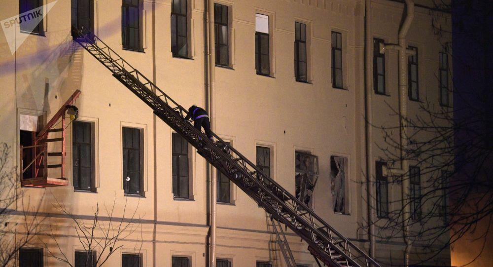 Petersburg: W budynku uczelni zawalił się dach
