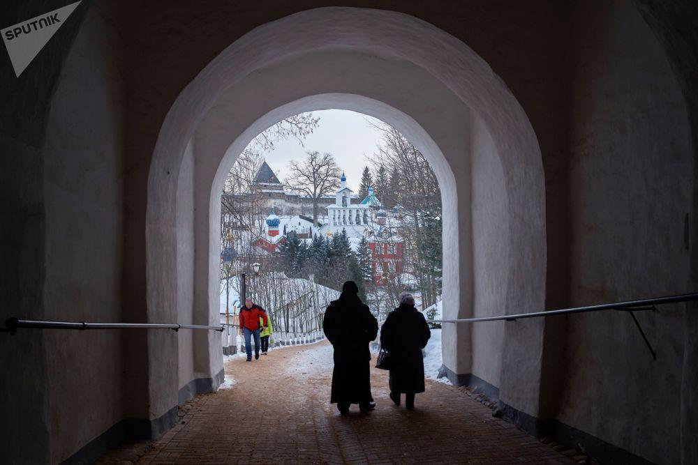 Monaster Pskowsko-Pieczerski w Pieczorach. Kompleks klasztorny został założony w połowie XV wieku