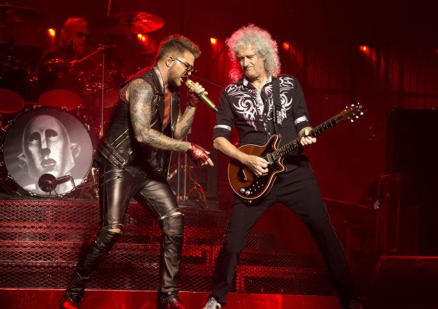 Członkowie oryginalnego składu Queen Brian May i Roger Taylor oraz piosenkarz Adam Lambert
