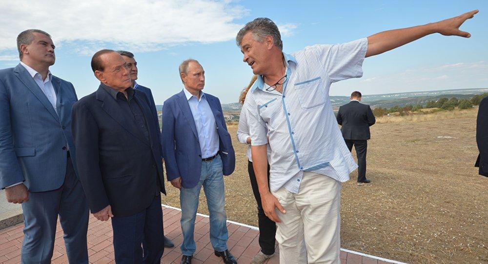 Były premier Włoch Silvio Berlusconi i prezydent Rosji Władimir Putin podczas wizyty na Krymie