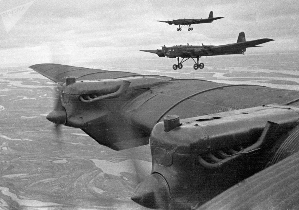 Radziecki ciężki samolot bombowy TB-3, ZSRR, 1936-1937 r.