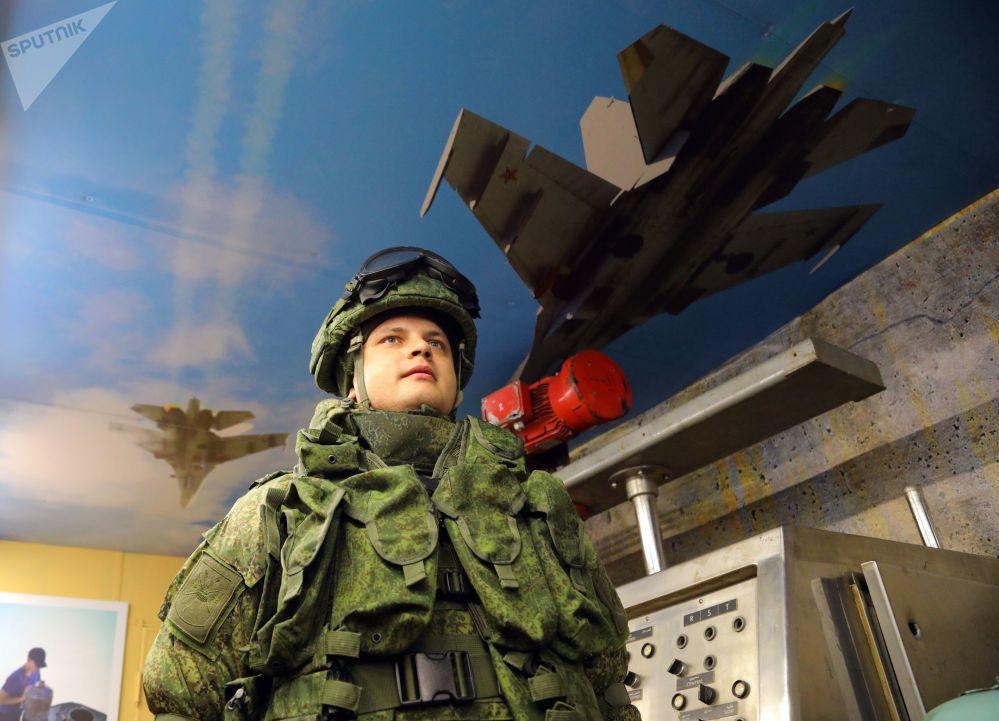 """Żołnierz biorący udział w akcji wojenno-patriotycznej """"Syryjski przełom"""""""