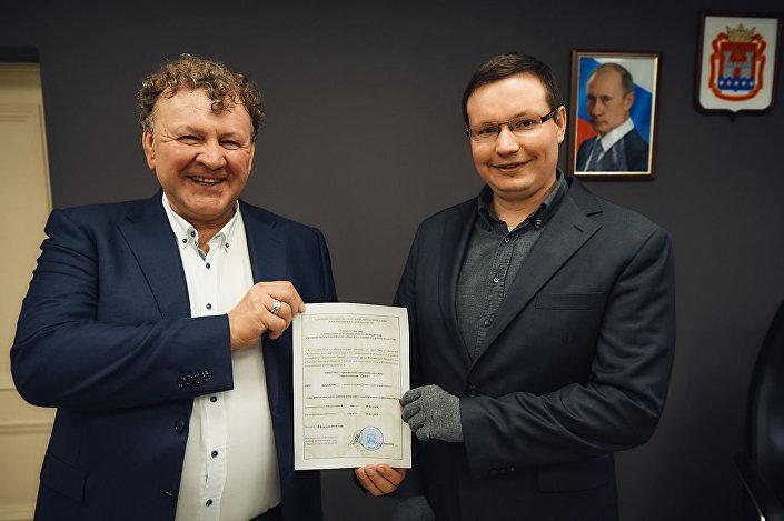 Minister ds. polityki przemysłowej, rozwoju przedsiębiorczości i handlu Dmitrij Kuskow i kierownik przedsiębiorstwa SKOŁ Sergiej Szyłow na spotkaniu w Kaliningradzie