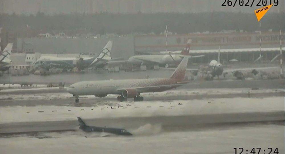 Twarde lądowanie w moskiewskim Szeremietiewo