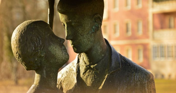 Zakochani, rzeźba