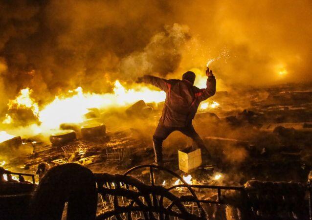 Starcia protestujących z milicją  na Majdanie w Kijowie