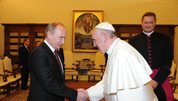 Papież Franciszek i Władimir Putin podczas audiencji w bibliotece papieskiej w Watykanie, 25 listopada 2013 - Sputnik Polska