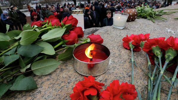 Kwiaty na miejscu zabójstwa Borysa Niemcowa - Sputnik Polska