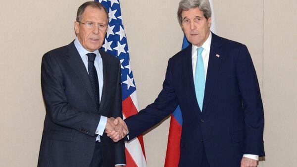 Siergiej Ławrow i John Kerry podczas spotkania w Genewie - Sputnik Polska