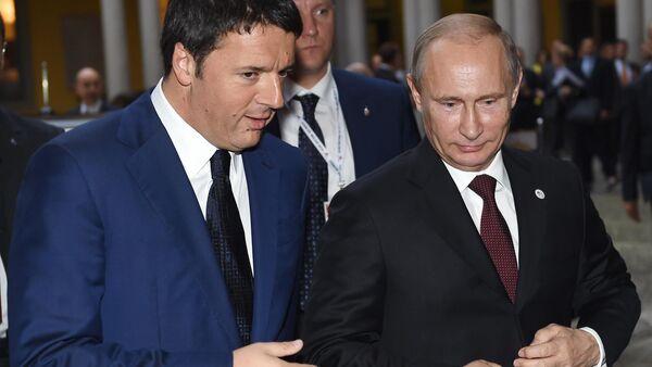 Premier Włoch Matteo Renzi rozmawia z prezydentem Rosji Władimirem Putinem - Sputnik Polska