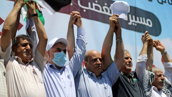 Lider Hamasu Yehya Al-Sinwar oraz przedstawiciele różnych ugrupowań podczas protestów przeciwko polityce Izraela - Sputnik Polska