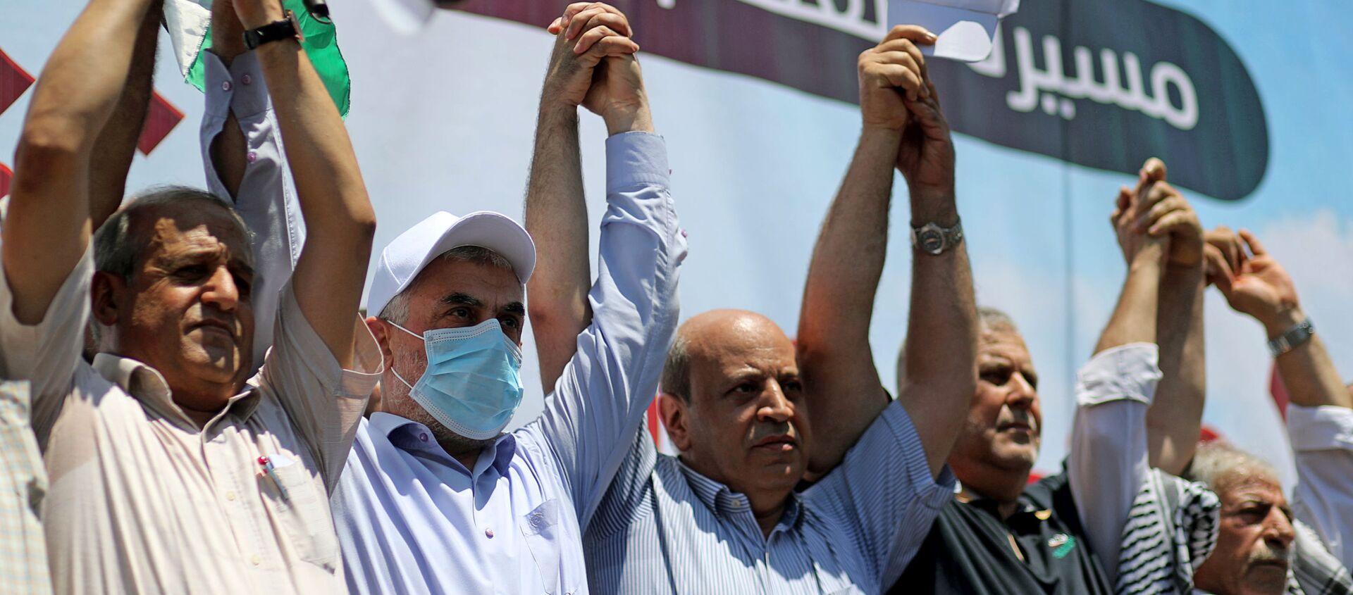 Lider Hamasu Yehya Al-Sinwar oraz przedstawiciele różnych ugrupowań podczas protestów przeciwko polityce Izraela - Sputnik Polska, 1920, 09.07.2020