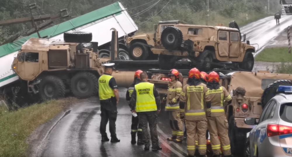 Wypadek z udziałem tira i ciężarówki wojska Stanów Zjednoczonych pod Drawskiem Pomorskim