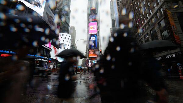 Times Square w deszczu. - Sputnik Polska