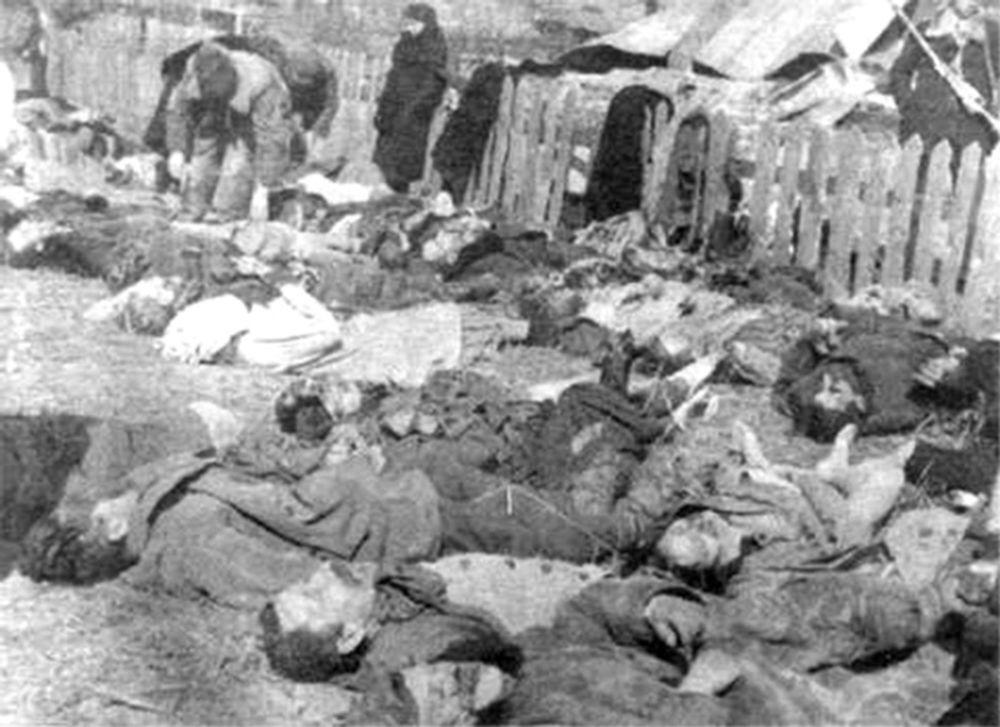 26 marca 1943 r. zwłoki Polaków przywieziono w celu identyfikacji i pochówku - ofiar masakry dokonanej przez OUN, UPA