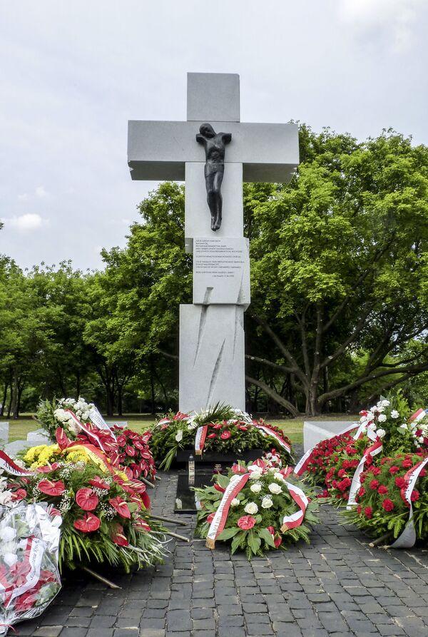 Pomnik poświęcony Polakom poległym na Wołyniu, w Warszawie - Sputnik Polska