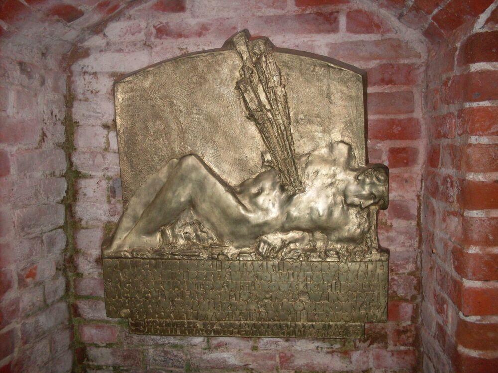 Tablica pamiątkowa poświęcona ofiarom masakry wołyńskiej w Polsce