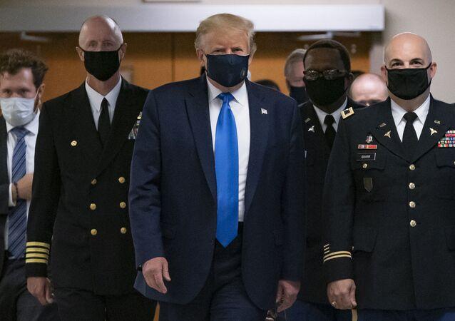 Prezydeny USA Donald Trump w maseczce