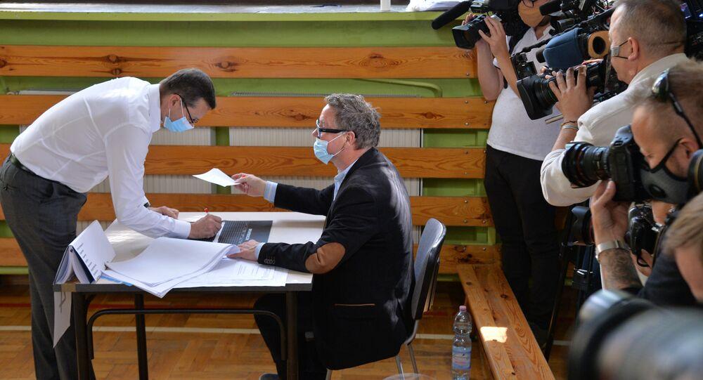 Premier Mateusz Morawiecki głosuje w II turze wyborów prezydenckich