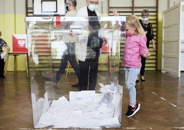 Polacy wybierają prezydenta