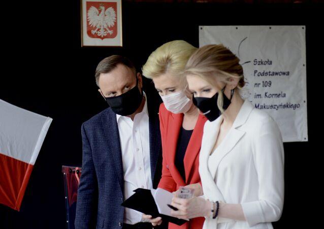 Prezydent Andrzej Duda z małżonką i córką