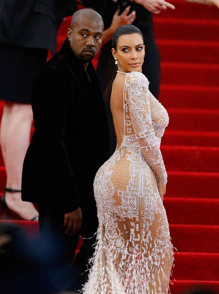 Amerykański raper Kanye West z żoną Kim Kardashian w 2015 roku