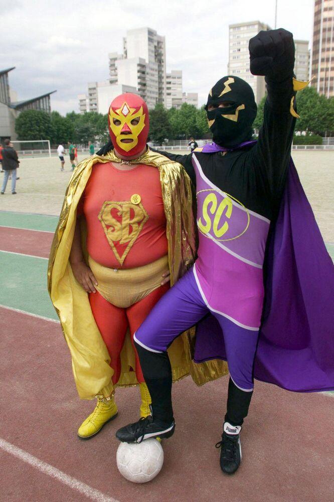 Meksykański superbohater Superbarrio Gómez (po lewej)